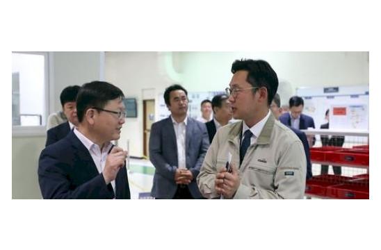 임서정 고용부 차관, 일터혁신 우수기업 '코아비스' 방…